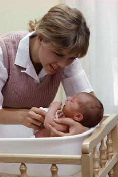 El baño de su bebé recién nacido