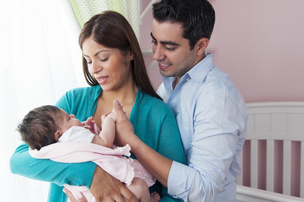Toda la familia debe vacunarse contra la tos ferina (pertussis) para proteger al bebé