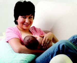 Mom breastfeeding (2)
