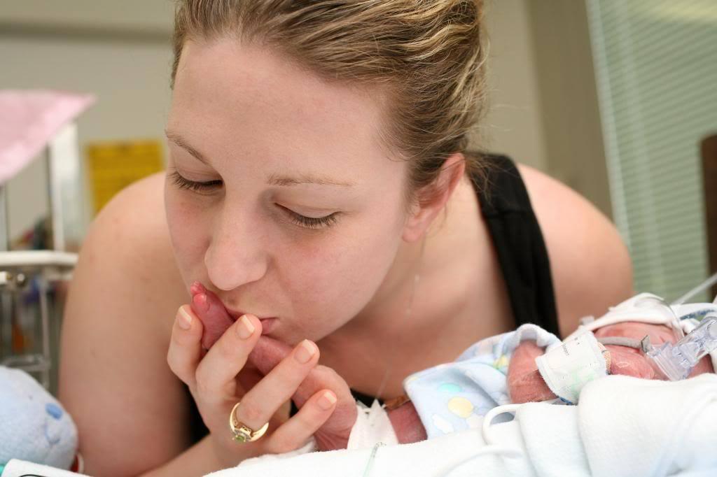 La NICU, el bebé, y la ansiedad de los padres