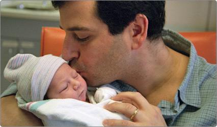 Cuando el bebé está en la NICU- el rol de papá