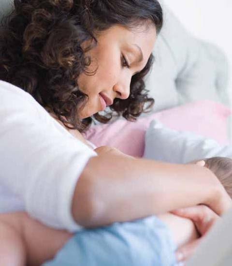 Cómo papá puede ayudar con la lactancia
